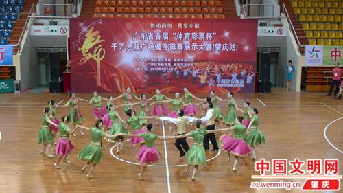 等耳熟能详的舞曲,肇庆站八个县,市,区共十九支舞蹈队用靓丽的服装,优